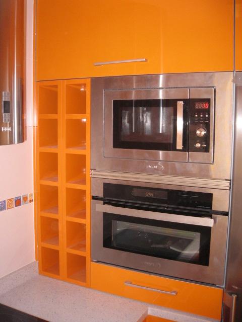 Cocina peque a detalle de aprovechamiento del espacio for Cocina de aprovechamiento