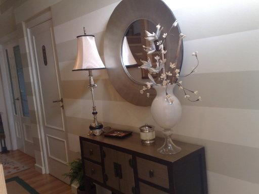 Papeles pintados reformas y decoraci n de interiores en le n - Pintar pared a rayas horizontales ...