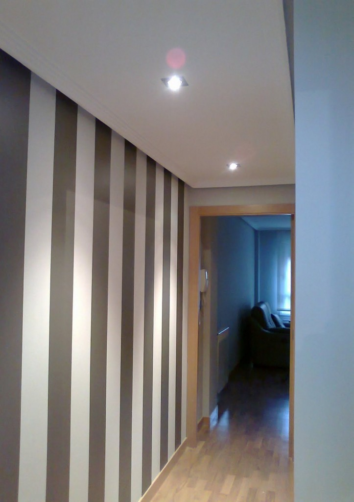 Pintura a rayas pasillo reformas y decoraci n de for Pintura color topo