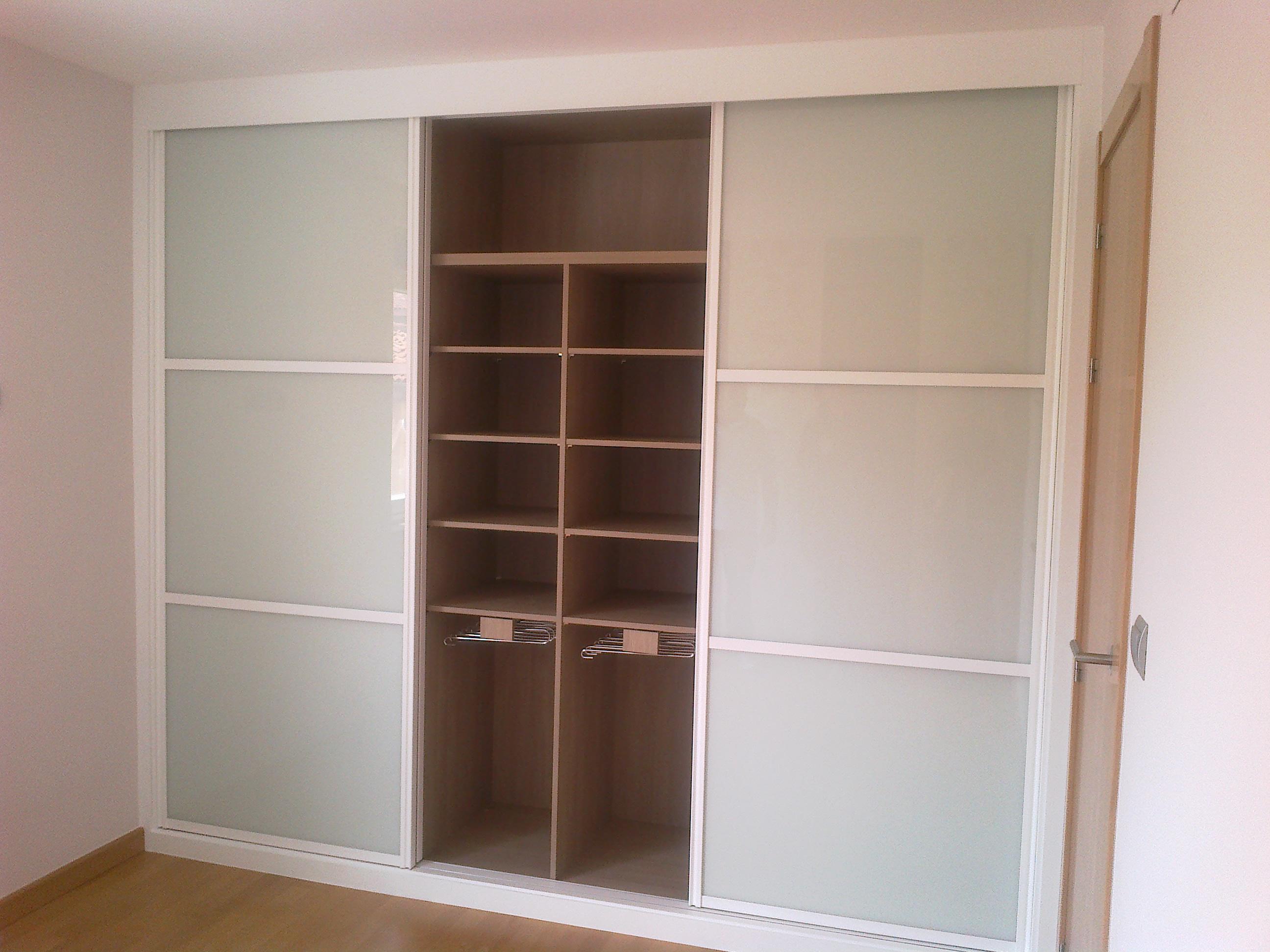Armario empotrado cristal blanco distribuci n interior - Decoracion armarios empotrados ...