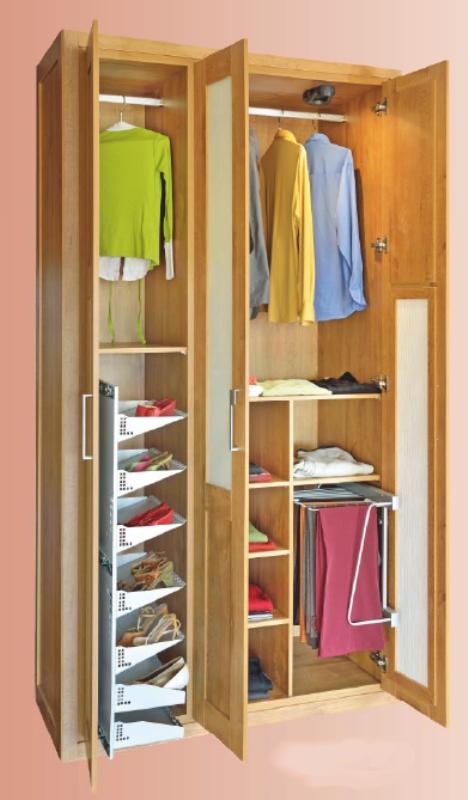 Interior de armario peque o a medida reformas y - Distribuir armario empotrado ...