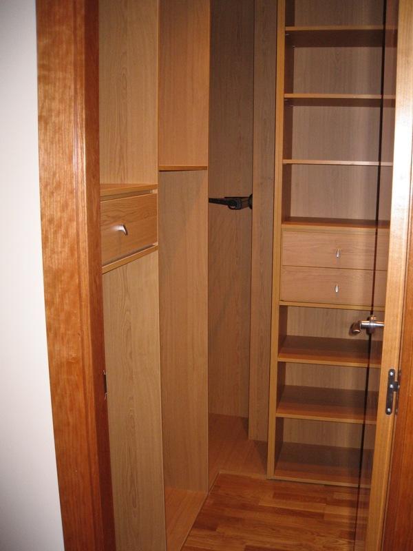 Rinc n vestidor peque o a medida reformas y decoraci n - Distribuir armario empotrado ...