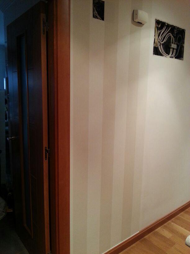 Empapelar a rayas el pasillo reformas y decoraci n de - Pasillos pintados a rayas ...