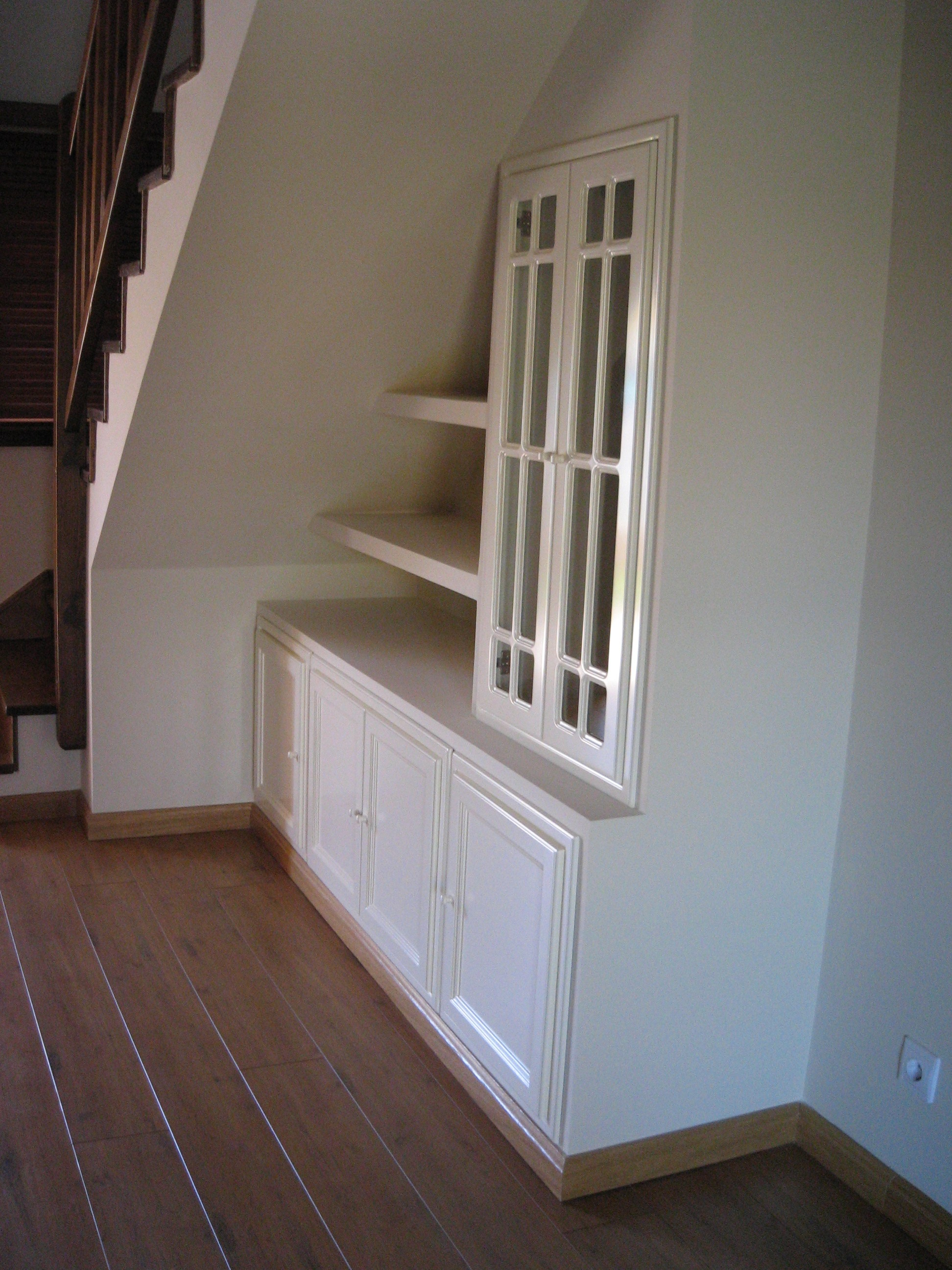 Aprovechar hueco bajo escalera con pladur reformas y for Muebles de pladur para salon fotos