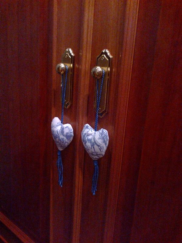 Colgadores coraz n pomos de puertas de armario con toile for Pomos para armarios