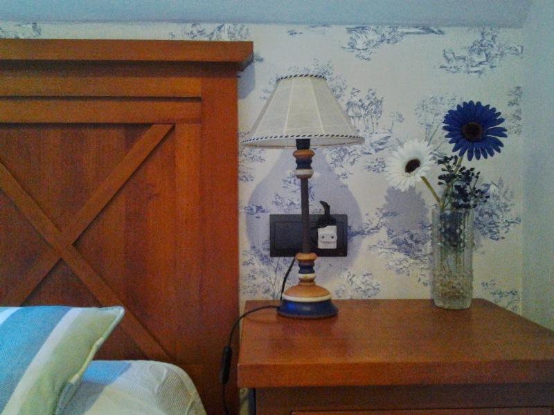 Papel pintado toile de jouy azul dormitorio abuhardillado - Papel pintado toile de jouy ...