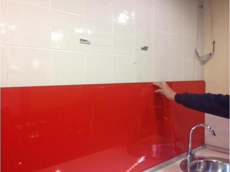 Pegado de paneles sobre antiguos azulejos de cocina - Paneles para cocinas ...