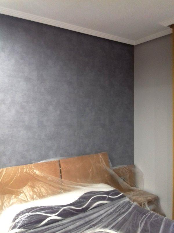 Papel pintado gris estucado cabecero de cama reformas y decoraci n de interiores en le n - Cabecero cama pintado ...