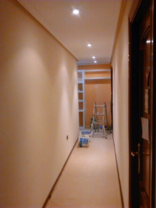 Pasillo en color beige reformas y decoraci n de - Colores para pintar un pasillo ...