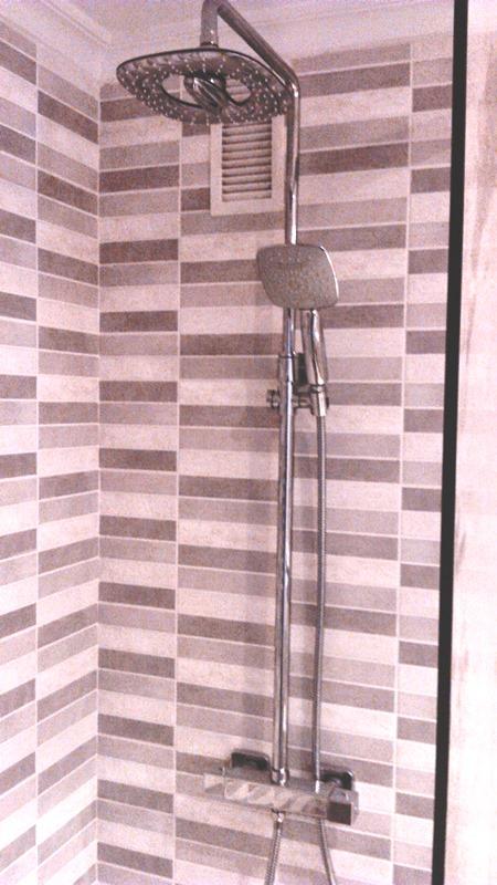Alicatado nuevo paredes zona ducha y columna termost tica for Ducha cascada