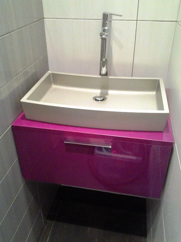 Mueble suspendido berenjena espacio super reducido lavabo for Lavabo cuadrado