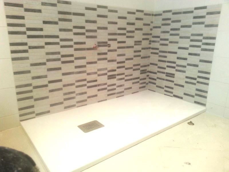 Reforma de ba o instalaci n alicatado zona ba era para - Banera para plato de ducha ...