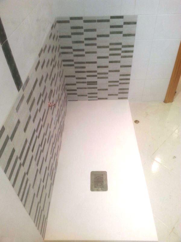 Reforma de ba o instalaci n alicatado zona ba era para plato de ducha extraplano durstone - Banera para plato de ducha ...