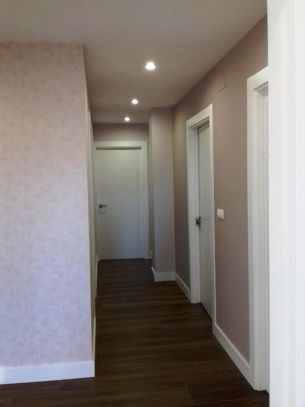 Proyecto chalet pasillo colores pintura y papel pintado reformas y decoraci n de interiores - Papel pintado pasillo ...