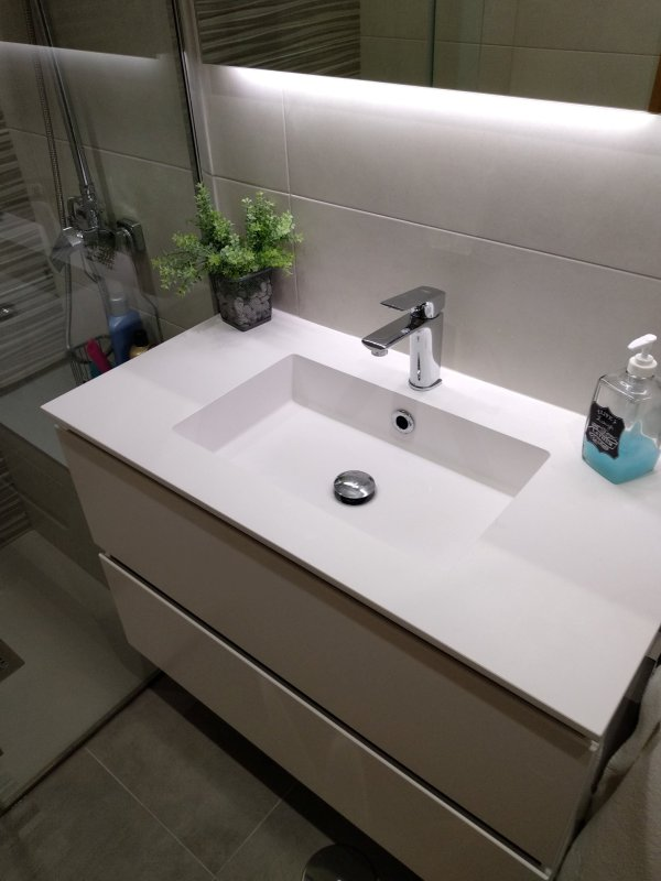 Proyecto Mueble Funcional Diseño De Mobiliario A Medida: Baño Reformado, Mueble Suspendido Blanco Mate Con Lavabo